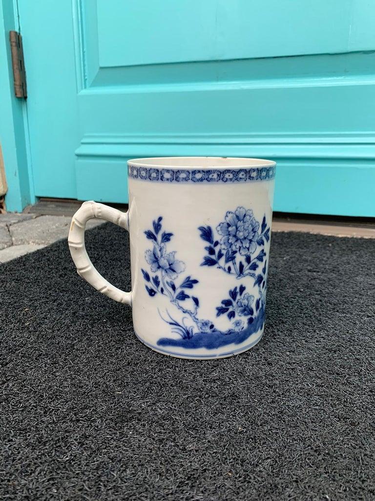 18th century Chinese export blue and white porcelain mug.