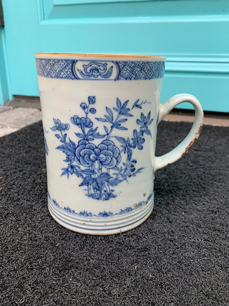 18th Century Chinese Export Blue and White Porcelain Mug For Sale 1