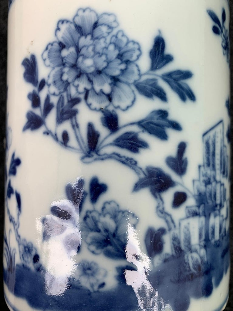 18th Century Chinese Export Blue and White Porcelain Mug For Sale 4