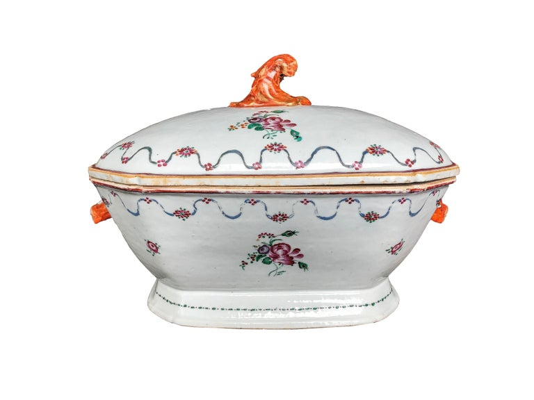 An extraordinary example of the Chinese export porcelain is this tureen with cover and its matching stand, delicately decorated with peonies and vegetable guards motifs. The pig's heads stand out as handles on the sides of the tureen, and knob in