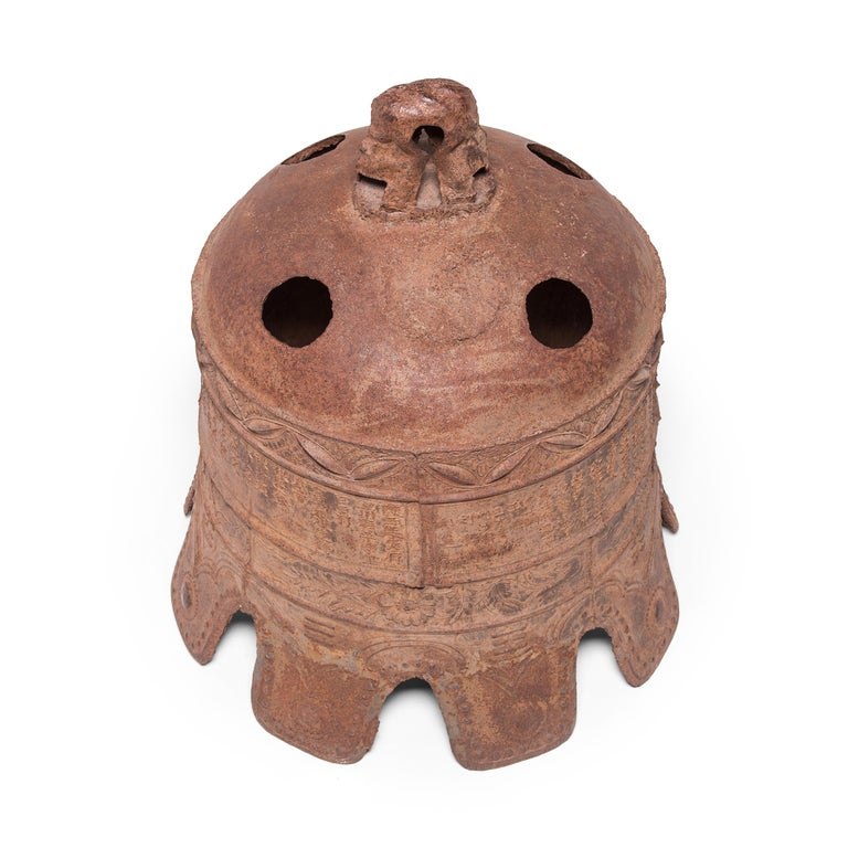 17th Century Chinese Grand Wanli Iron Bell In Good Condition For Sale In Chicago, IL