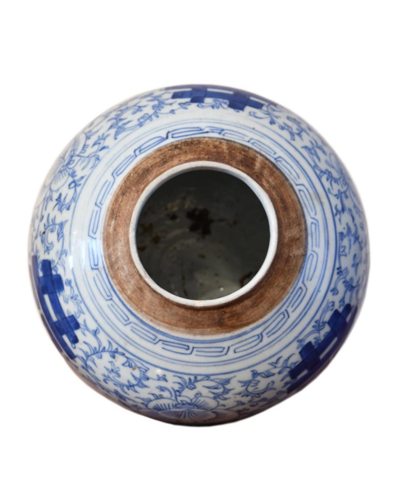 Hand-Painted 18th Century Chinese Porcelain Blue and White Shuang-xi Jar For Sale