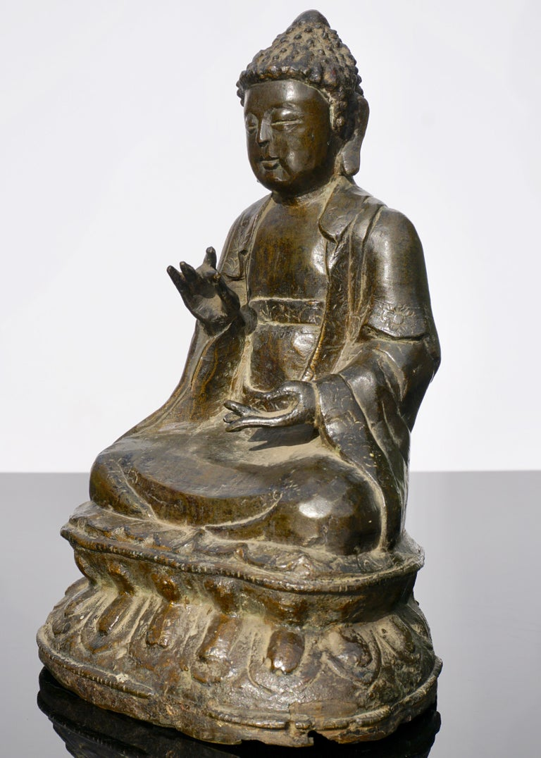 Ming 18th Century Chinese Qing Bronze Buddha Statue For Sale