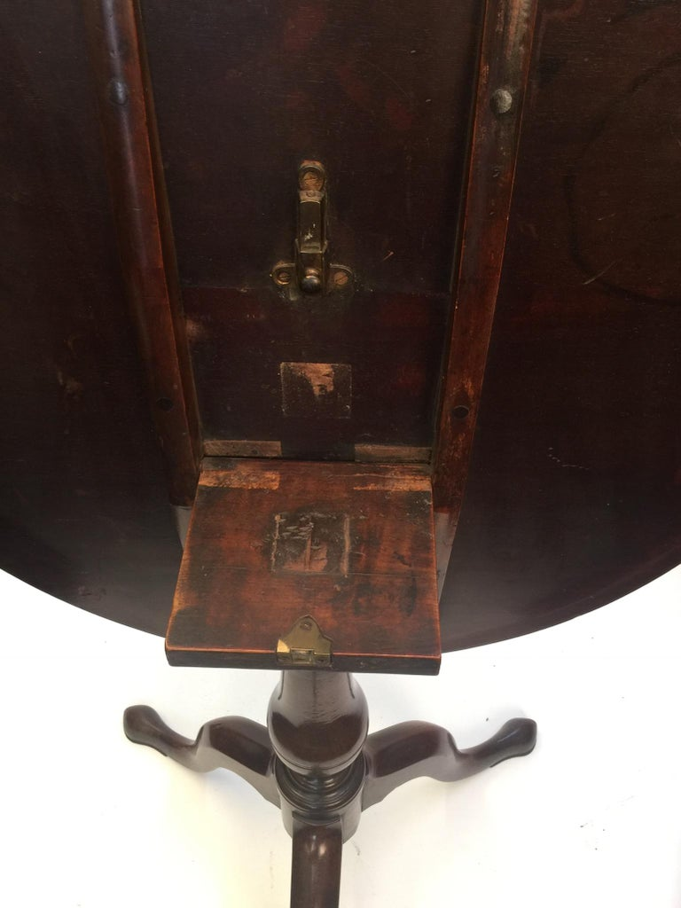 18th Century Chippendale Period Mahogany Tripod Table on Cabriole Base In Good Condition For Sale In Surrey, GB