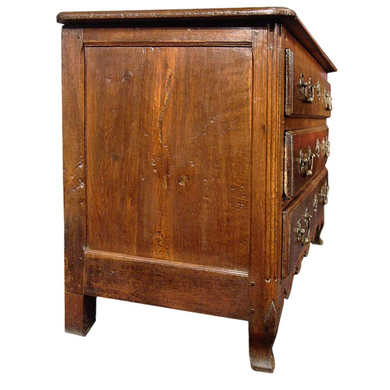 18th Century and Earlier 18th Century circa 1730 French Louis XV Period 'Commode de Chateau' For Sale