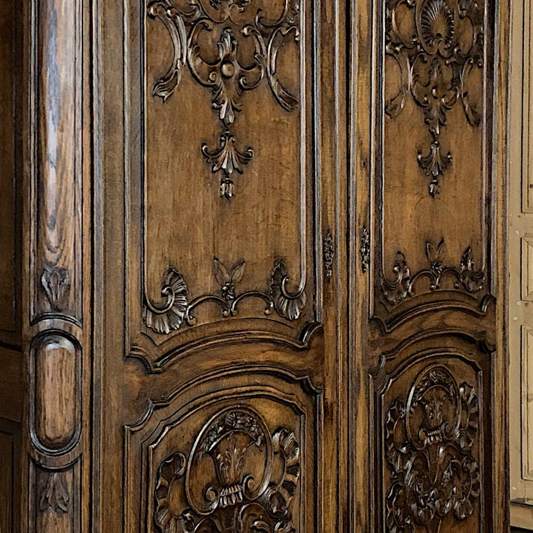 18th Century Country French Louis XV Armoire For Sale 1