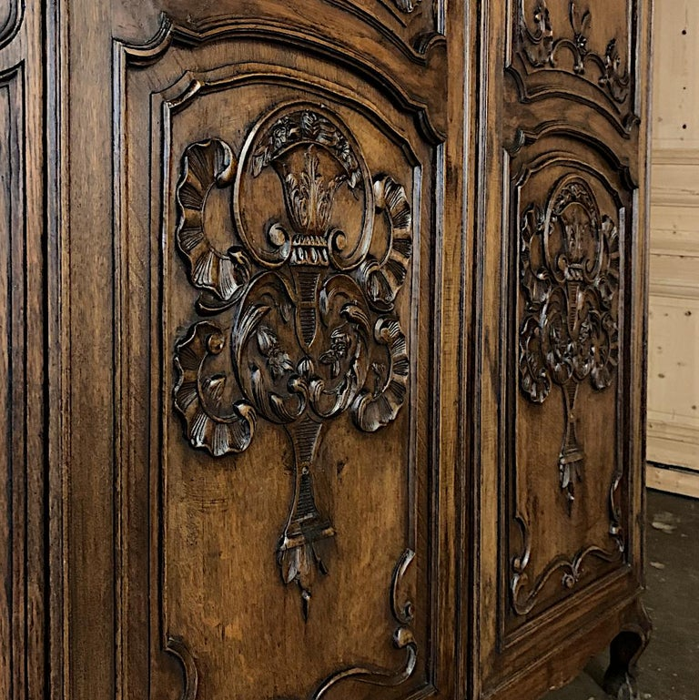 18th Century Country French Louis XV Armoire For Sale 3