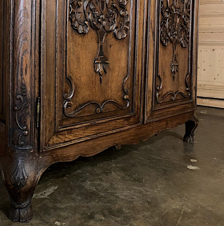 18th Century Country French Louis XV Armoire For Sale 4