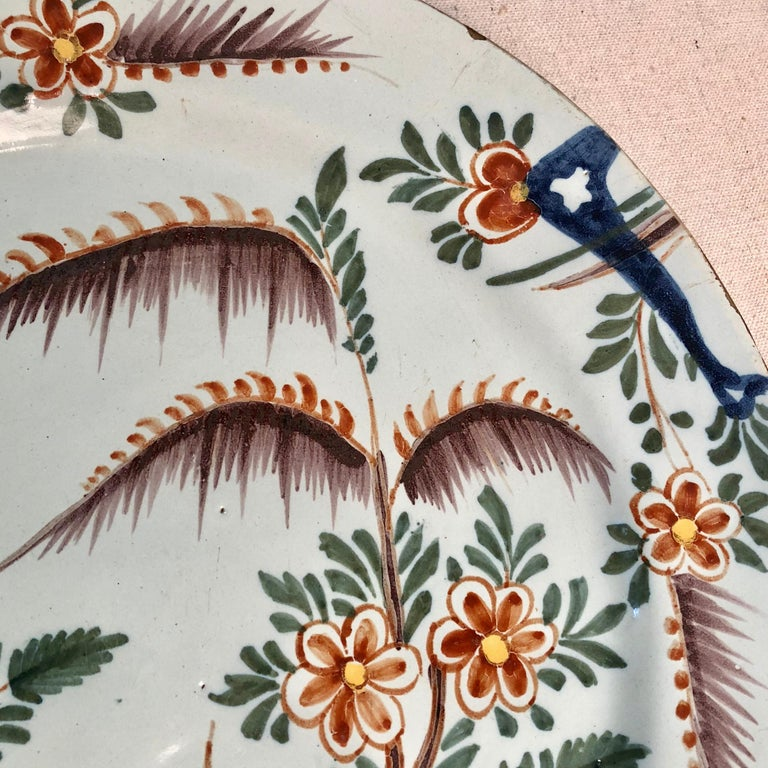 18th Century Delft Polychrome Charger In Good Condition For Sale In Doylestown, PA