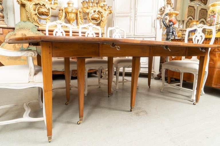 18th Century Directoire Walnut Extension Table In Good Condition For Sale In New Orleans, LA
