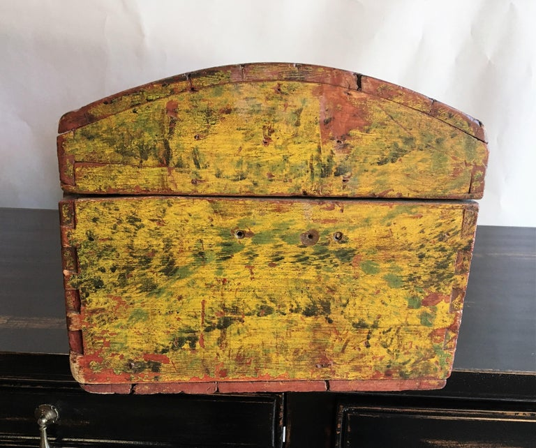 18th Century Dome Top Box In Good Condition For Sale In Doylestown, PA