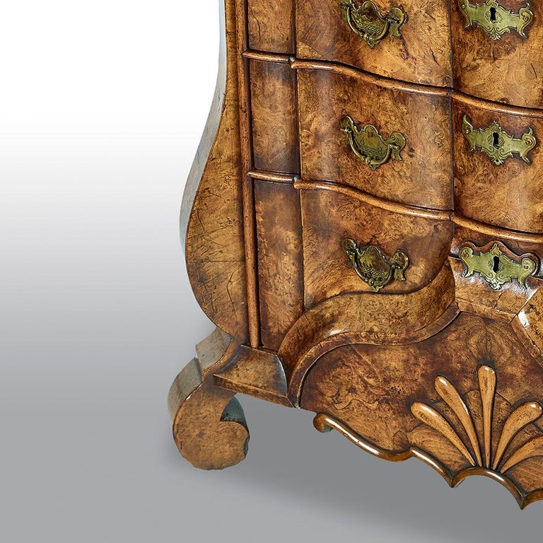 18th Century Dutch Burr Walnut Commode For Sale 1