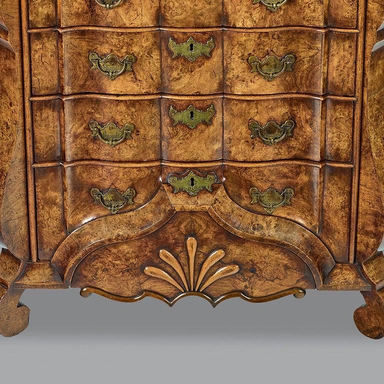 18th Century Dutch Burr Walnut Commode For Sale 2