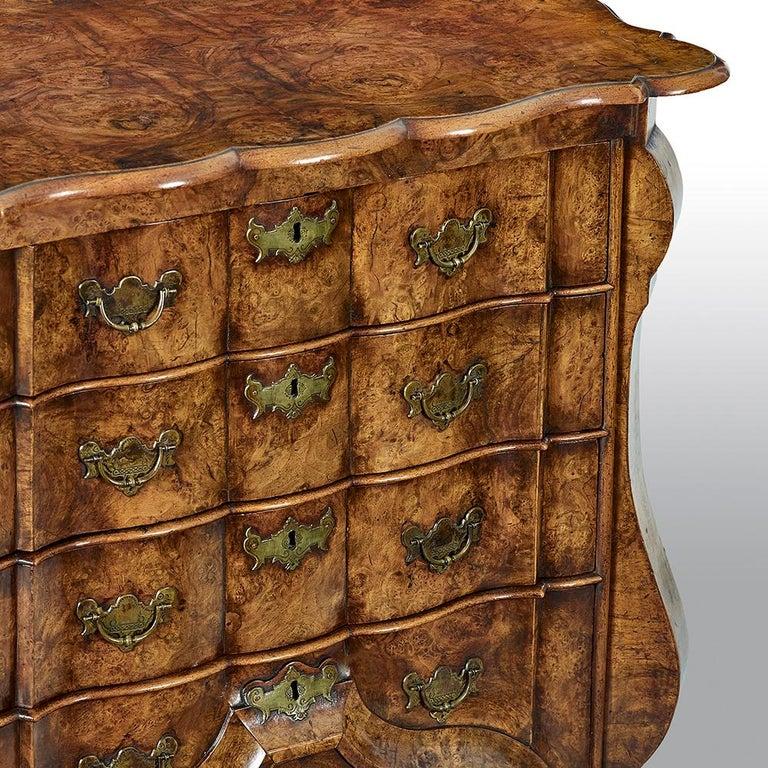 18th Century Dutch Burr Walnut Commode For Sale 3