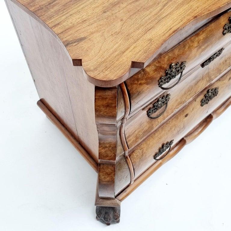Dutch Colonial Fine Quality Walnut Inlaid Dutch Chest Of 3 Drawers, 19th Century For Sale
