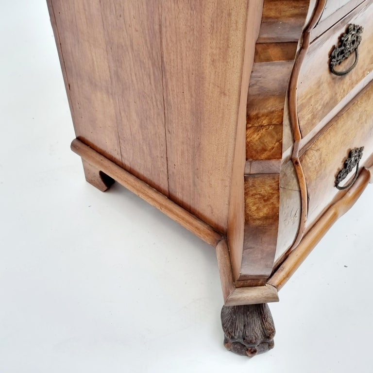 Fine Quality Walnut Inlaid Dutch Chest Of 3 Drawers, 19th Century For Sale 4