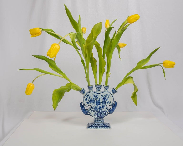 An 18th century Dutch Delft blue and white five finger tulip vase made by De Metalen Pot, circa 1750. The vase is painted with birds among peonies and rockwork. The five openings at the top are decorated with leaves and scrolling vines. The handles