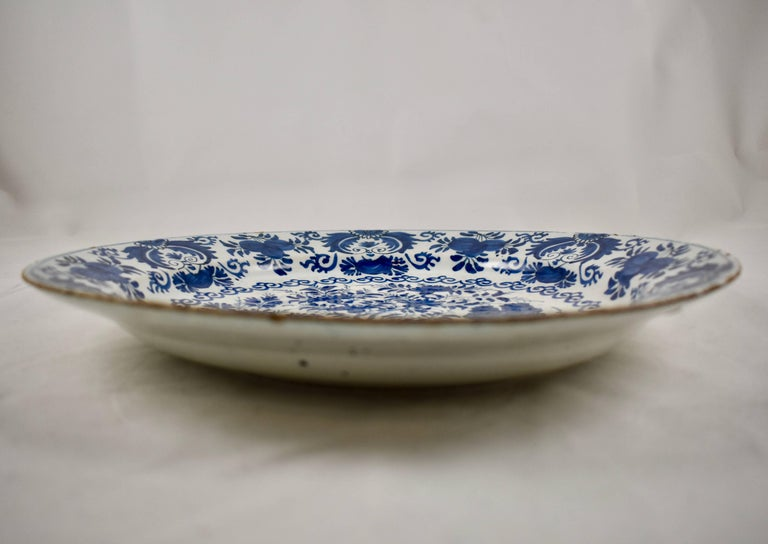 Dutch Delft Chinoiserie Faïence Tin-Glazed Floral Cobalt Blue Charger In Good Condition For Sale In Philadelphia, PA