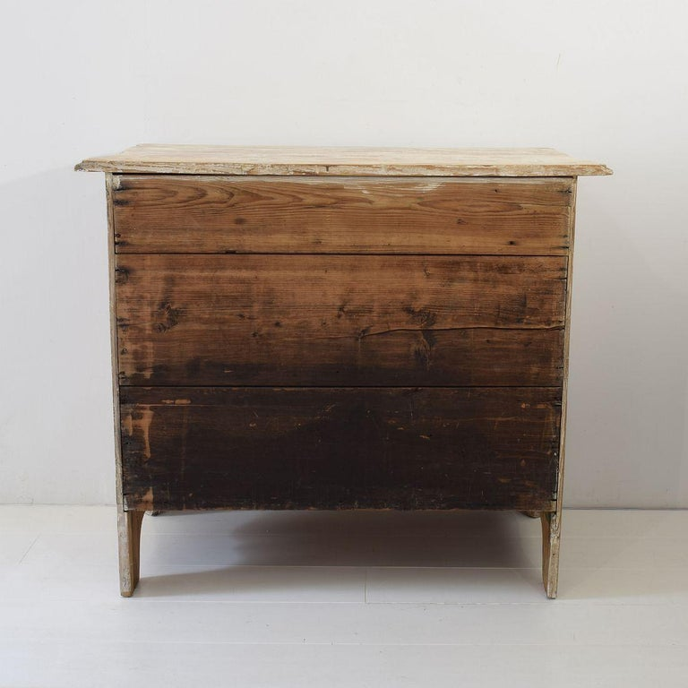 18th Century Dutch Pine Bombe Chest of Drawers For Sale 1