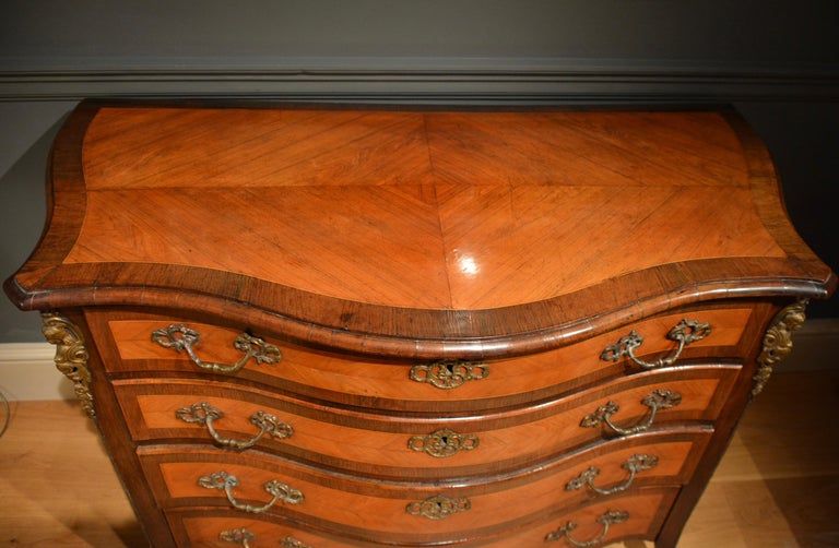 18th Century Dutch Serpentine Commode of Four Drawers 3