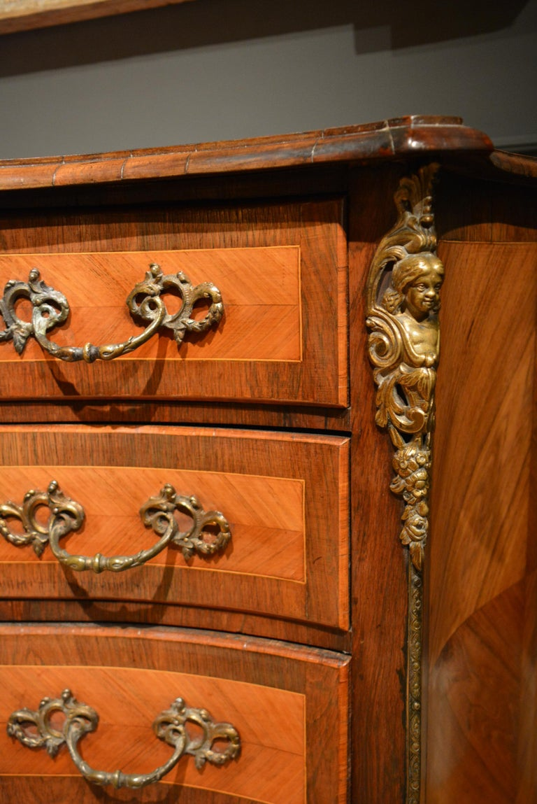 18th Century Dutch Serpentine Commode of Four Drawers 7