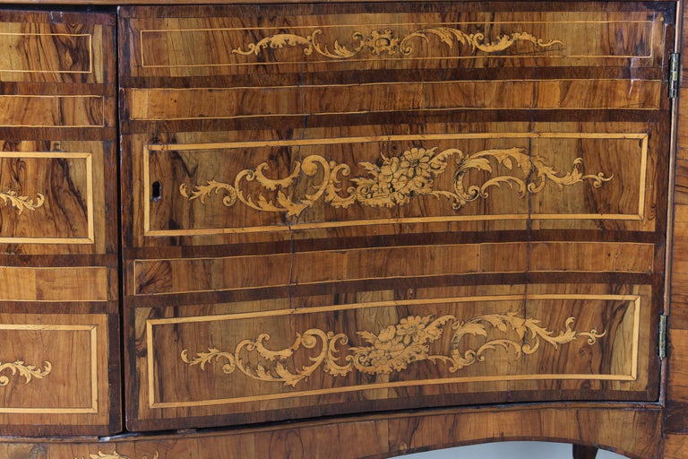18th Century Dutch Serpentine Front Marquetry Commode For Sale 6
