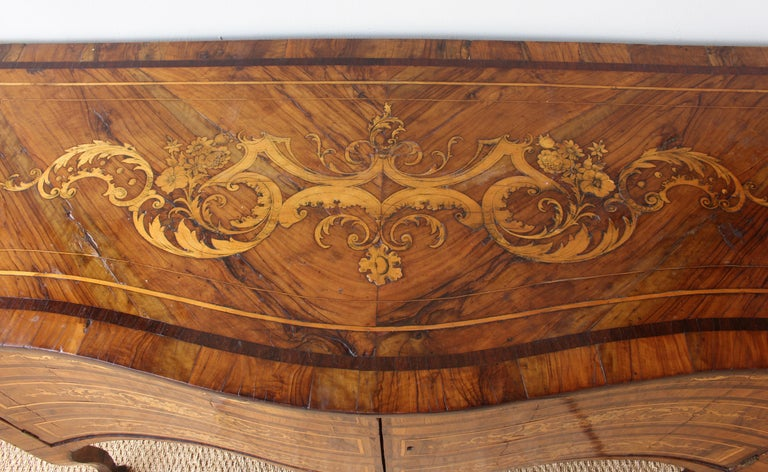 18th Century Dutch Serpentine Front Marquetry Commode For Sale 3