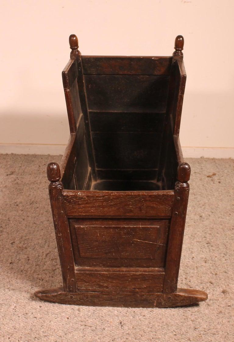 Georgian 18th Century English Cradle in Oak For Sale