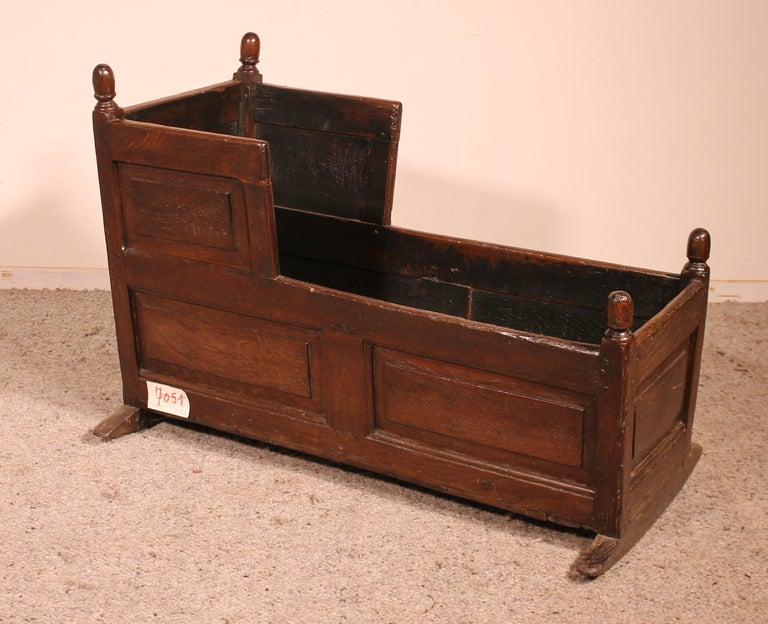 British 18th Century English Cradle in Oak For Sale