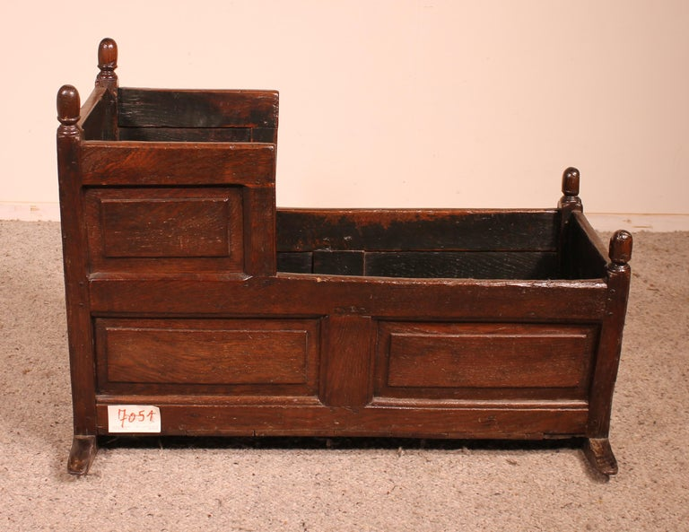18th Century English Cradle in Oak In Good Condition For Sale In Brussels, Brussels