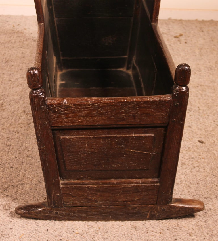 18th Century English Cradle in Oak For Sale 1
