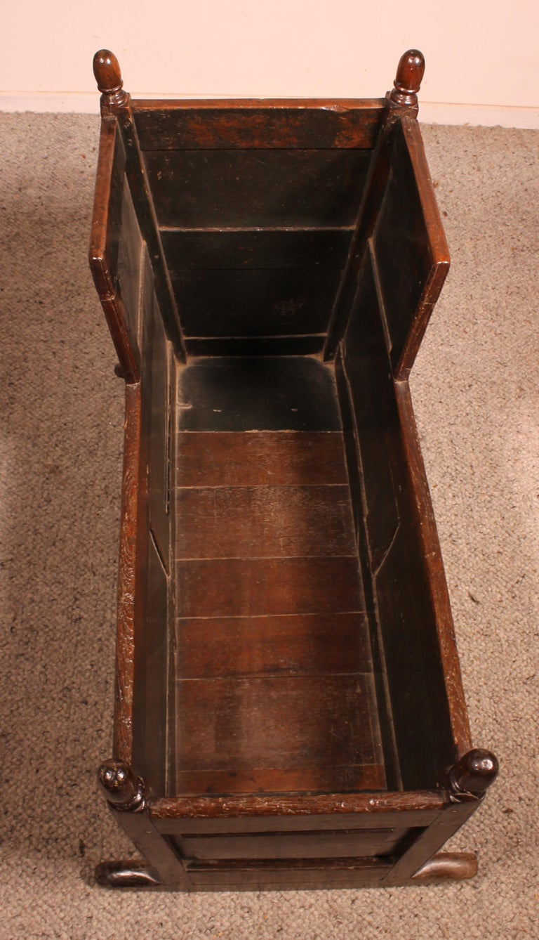 18th Century English Cradle in Oak For Sale 2