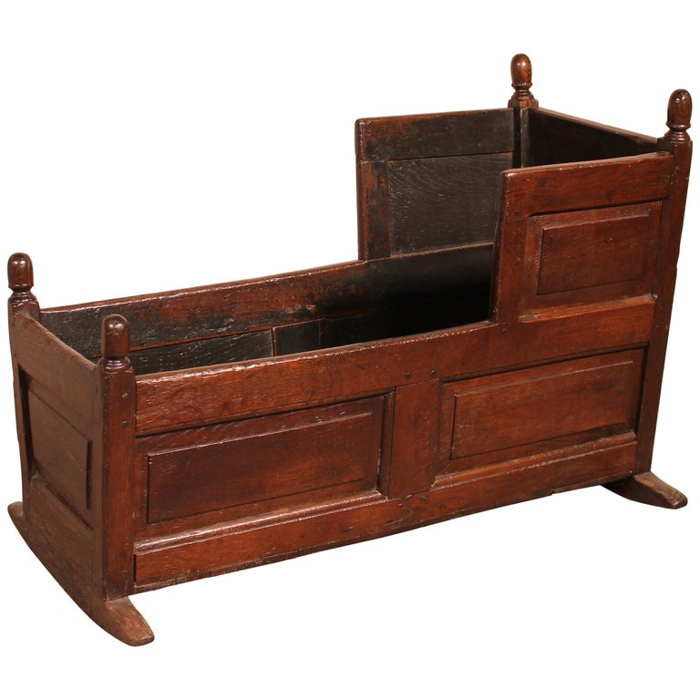 18th Century English Cradle in Oak For Sale