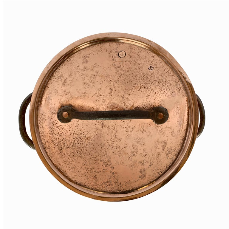 18th Century English Hand-Hammered Copper Stock Pot In Good Condition For Sale In Chicago, IL