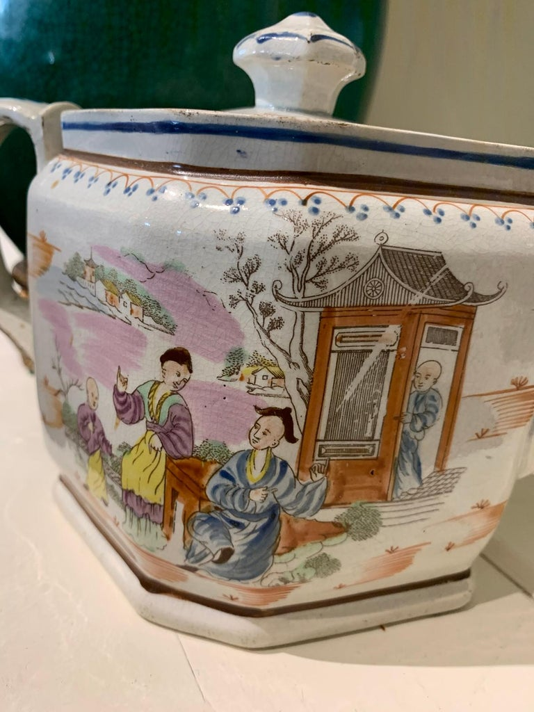 18th Century English Lowestoft Chinoiserie Porcelain Teapot For Sale 8