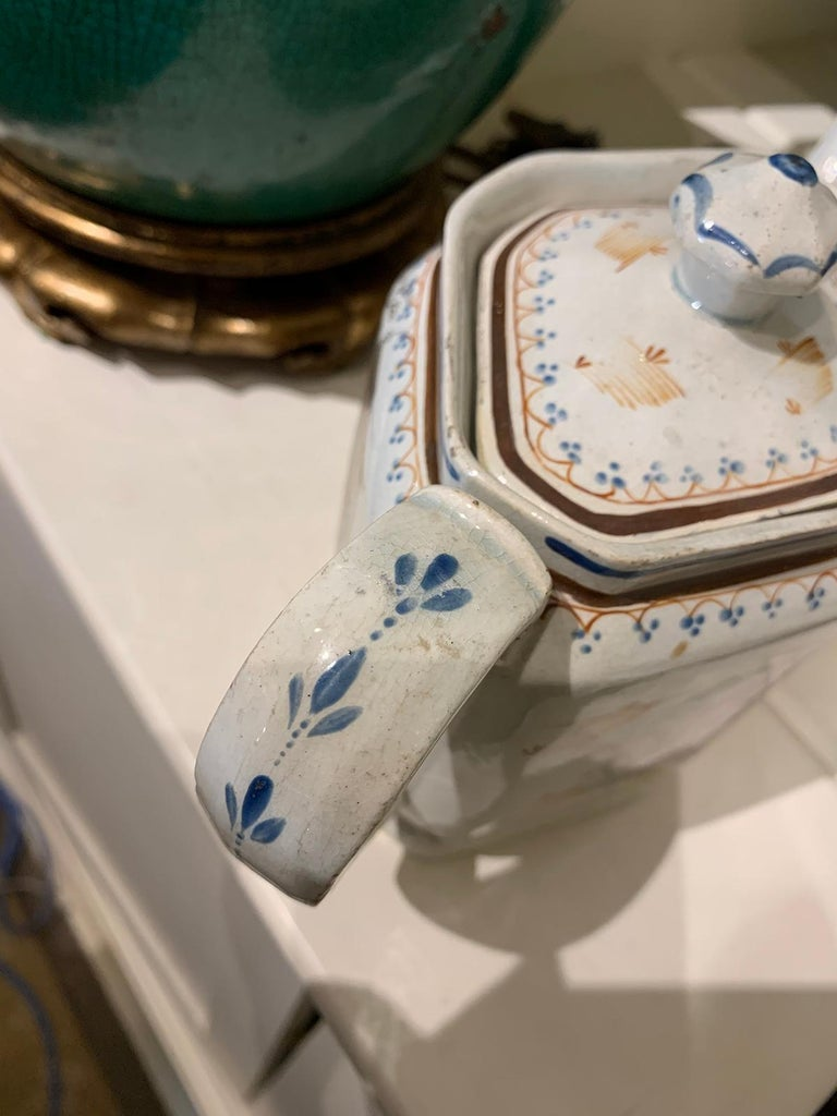 18th Century English Lowestoft Chinoiserie Porcelain Teapot For Sale 11