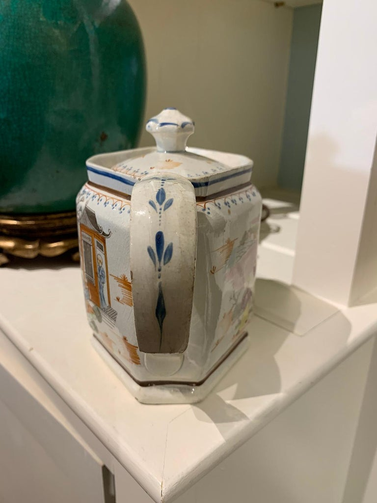 18th Century English Lowestoft Chinoiserie Porcelain Teapot For Sale 2