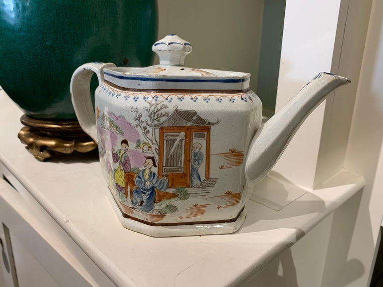 18th Century English Lowestoft Chinoiserie Porcelain Teapot For Sale 3