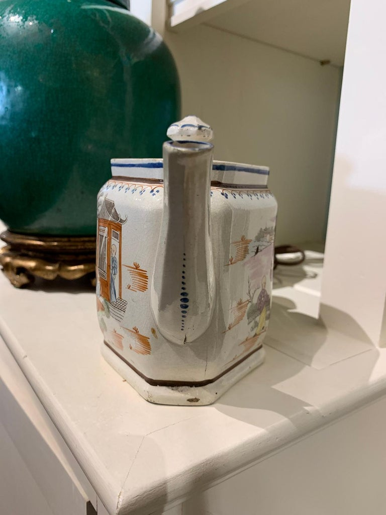 18th Century English Lowestoft Chinoiserie Porcelain Teapot For Sale 4