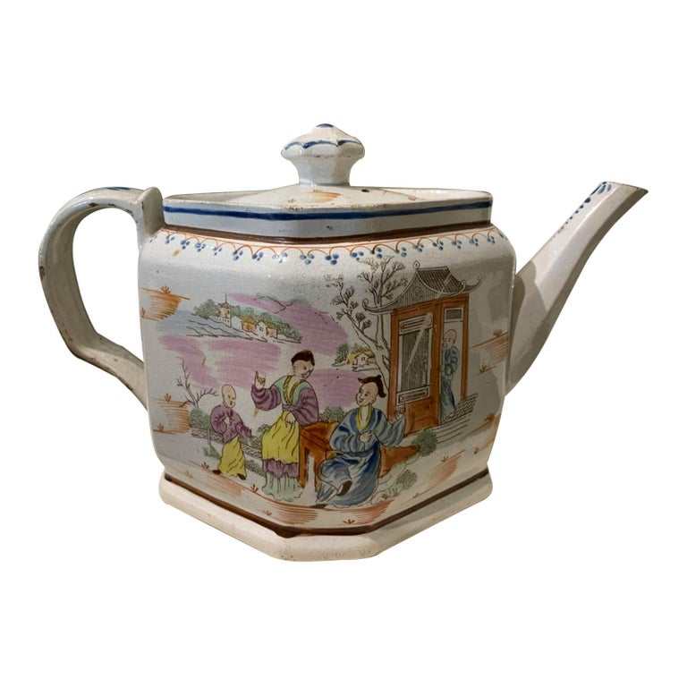 18th Century English Lowestoft Chinoiserie Porcelain Teapot For Sale