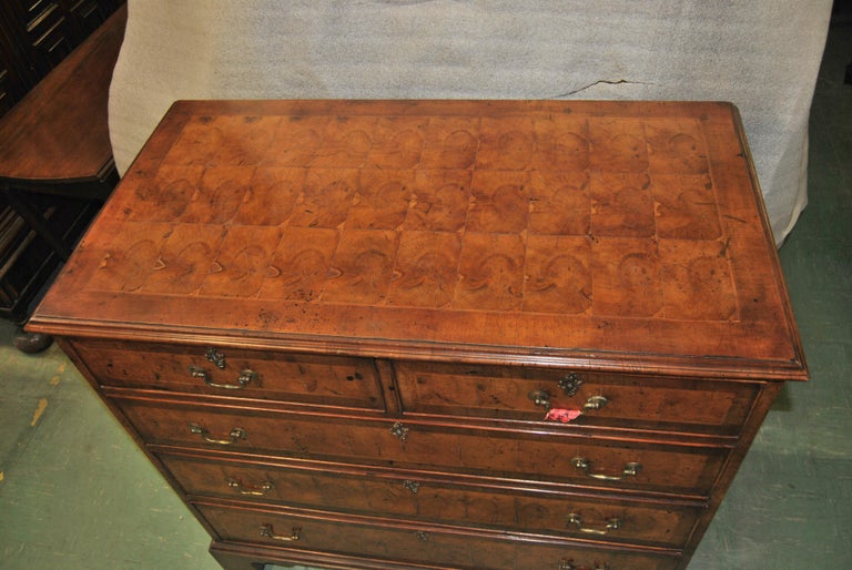 18th Century English Oyster Walnut Chest of Drawers In Good Condition For Sale In Savannah, GA