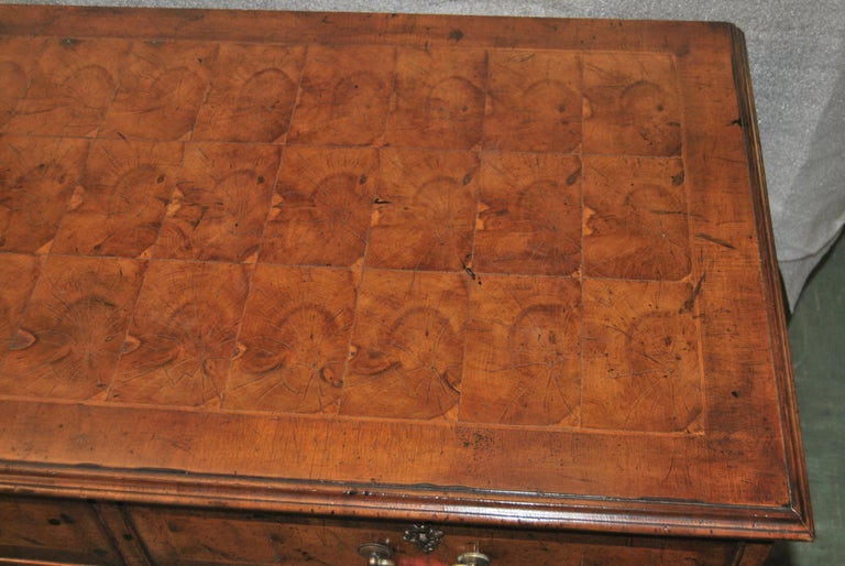 Early 19th Century 18th Century English Oyster Walnut Chest of Drawers For Sale