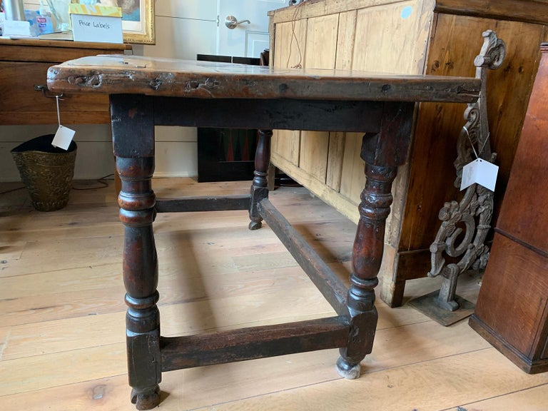18th Century English Walnut Hall Table with Four Sided Stretcher For Sale 1