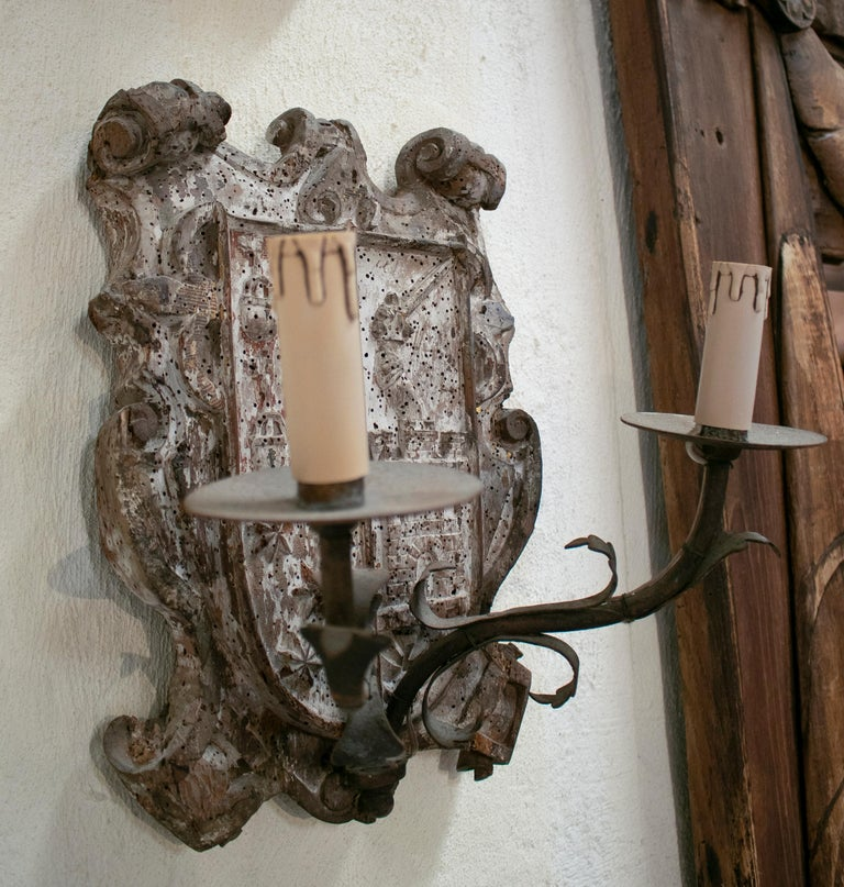 18th Century European Pair of Wood Crest Two-Arm Sconce Wall Lamps For Sale 7