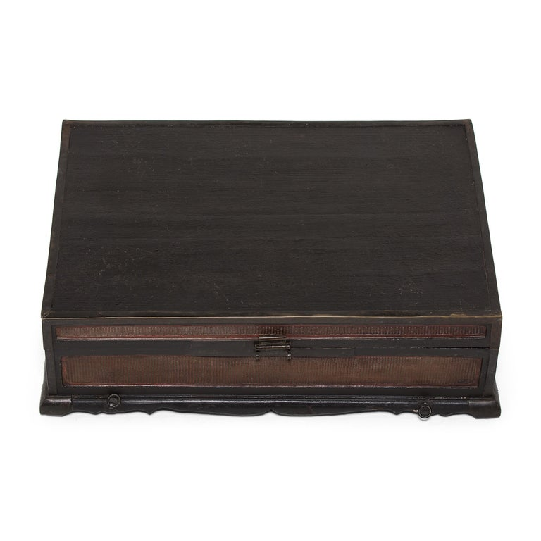 18th-19th Century Finely Woven Chinese Scroll Trunk In Good Condition For Sale In Chicago, IL