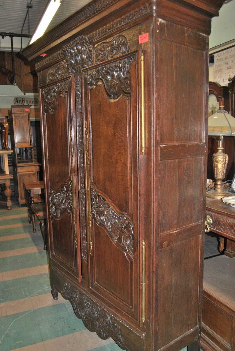 18th Century French Carved Oak Armoire For Sale 5