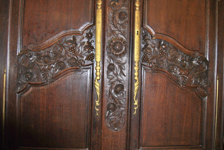 18th Century French Carved Oak Armoire For Sale 1