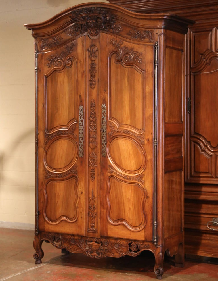 18th Century French Carved Walnut Wedding Armoire from Provence In Excellent Condition For Sale In Dallas, TX