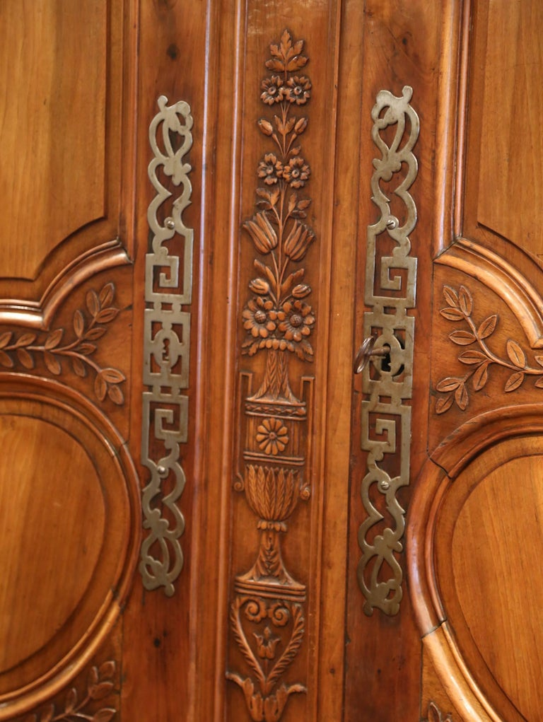 18th Century French Carved Walnut Wedding Armoire from Provence For Sale 3