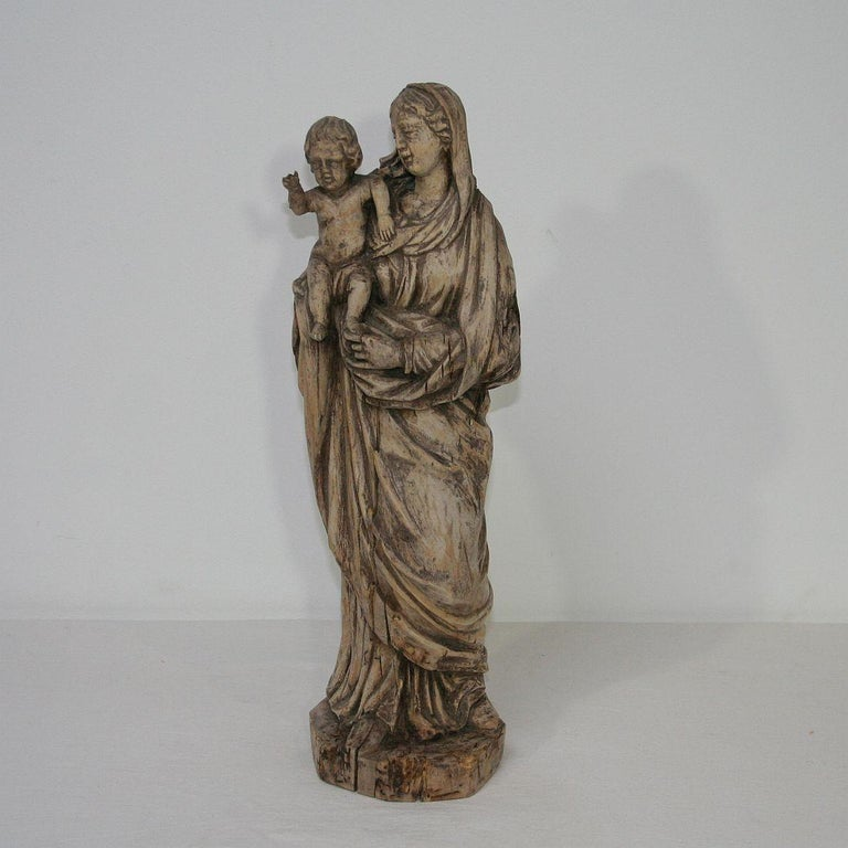 18th Century French Carved Wooden Madonna with Child In Fair Condition For Sale In Amsterdam, NL